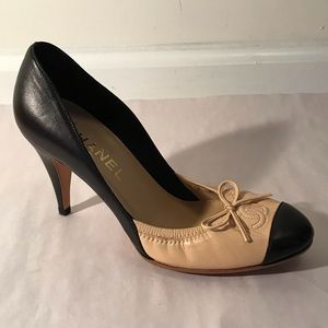 CHANEL 36 5.5 Tan Black Cap Toe Pumps W Bow